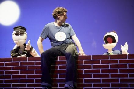 Ugly Ducklings, Szenenbild